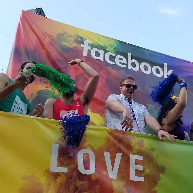 WASHINGTON D.C. - Washington D.C. se pintó de mil colores este fin semana en conmemoración al mes del orgullo homosexual con varias actividades que incluyeron desde un desfile hasta un festival.