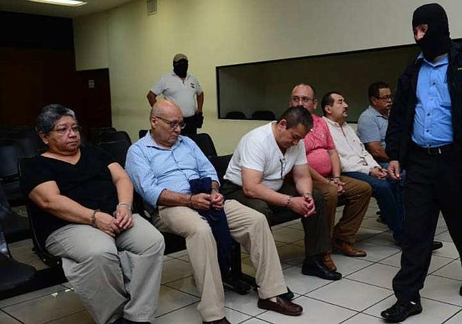 El Salvador: Prisión para implicados en caso Saqueo Público y orden de detención para ex primera dama
