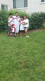 PERUANO. El peruano Romel Romero y su esposa Jessica Cervantes con sus hijos Anthony, Romel y Jeminah.