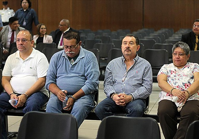 Funes modificó el presupuesto para llevar millones a la Presidencia de El Salvador