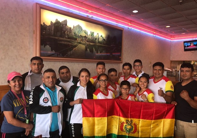 Karatecas bolivianos se preparan para el All American Open International Karate Championships