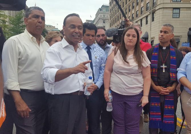 Congresistas y activistas protestaron en Washington DC por niños inmigrantes perdidos