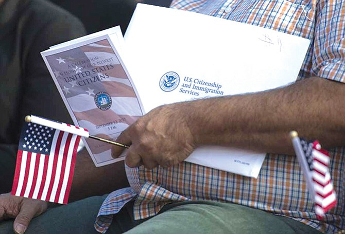 Quitarán ciudadanía a inmigrantes que cometieron fraude