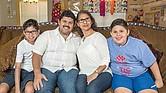 Familia Orria. Gracias a la determinación de los padres de Gabriel, su calidad de vida ha mejorado notablemente.