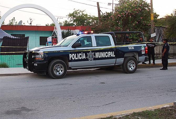 SUCESO. Policías estatales resguardaban la zona donde fue atacada la candidata Rosely Danilú Magaña