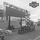 GIGANTE. Esta foto muestra la pantalla gigante de 22 pies cuando estaba siendo instalada en Field House DC