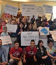 COALICIÓN. Miembros de las diferentes organizaciones pro inmigrantes trabajando para pasar el Trust Act en Montgomery.