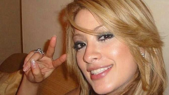 """EL SALVADOR - Ada Mitchell, la actual pareja de Mauricio Funes, según el Fiscal General era tratada como la """"primera dama"""" por empleados de Casa Presidencial y del Batallón Presidencial."""