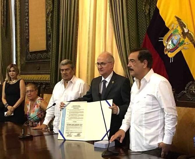 VENEZUELA. Alcalde Metropolitano de Venezuela, Antonio Ledezma recibió la Medalla de Honor de Guayaquil, Ecuador
