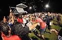 CELEBRACIÓN. Integrantes del equipo Olimpia FC festejan por ganar la Copa Savemart en la final del Torneo Copa Savemart de la Hispanic International Soccer League. Olimpia FC derrotó a Los Lagartos FC en la primera ronda de tiros de penal súbito después de empatar 2-2 en tiempo regular y 3-3 en tiros directos de penal.