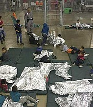 DESDE ABRIL. En Estados Unidos, más de 2,300 niños fueron separados de sus padres.