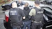 A LA CAZA. La Administración Trump intensificó las investigaciones y operativos en centros de trabajo para ubicar y detener a inmigrantes, así como imputar a los empresarios por contratarlos.