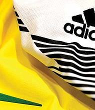 EL MARKETING JUEGA. El fútbol es una apuesta también para las marcas deportivas en términos de inversiones, por el dinero que cuesta a las diferentes empresas atraer a las principales figuras.