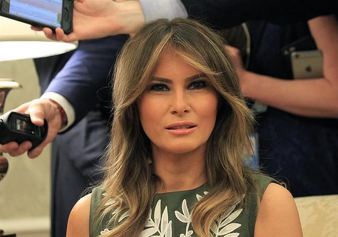 Los padres de Melania Trump se convierten en ciudadanos estadounidenses durante una ceremonia privada