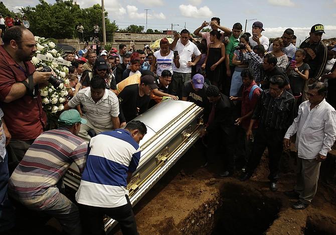 """ESPECIAL: Un asesinato """"en vivo"""", centenares de víctimas de la represión en Nicaragua"""
