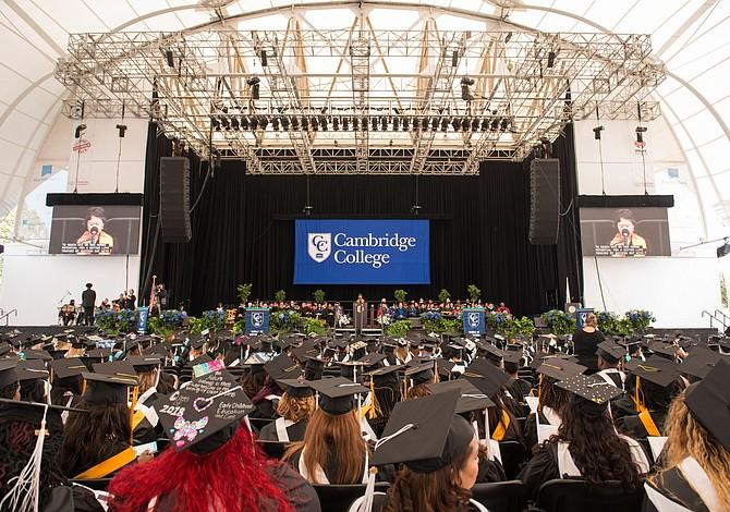Cambridge College celebró la graduación de la promoción 2018