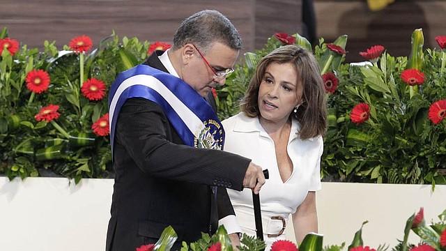 EL SALVADOR - Expresidente Mauricio Funes ha sido convocado y su exesposa para que responda por bienes superiores a 700 mil dólares.