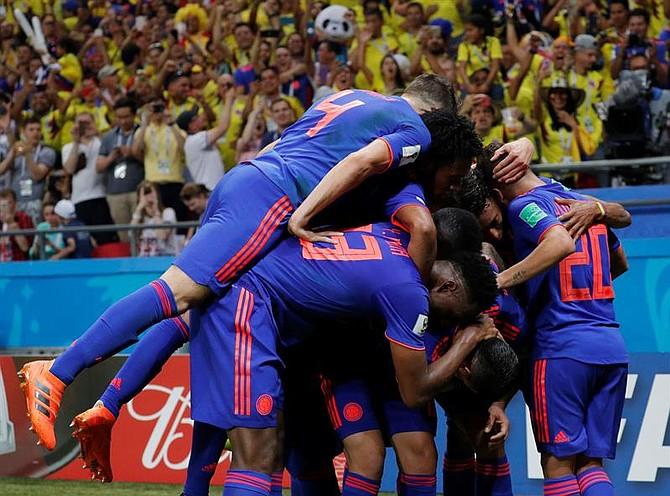 MUNDIAL. Jugadores de Colombia celebra tras marcar el segundo gol del encuentro