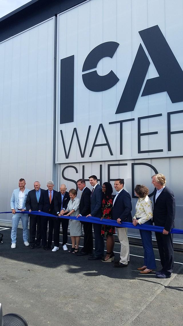 Corte de cinta para inaugurar la sucursal del ICA en East Boston