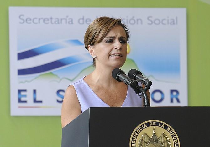 Reúnen firmas para pedir a juez procesar en libertad a Vanda Pignato, ex primera dama de El Salvador