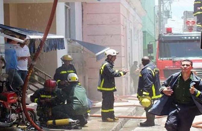 Incendio en Cuba deja sin servicio de celular a sus habitantes