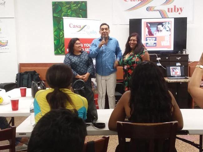 """Presentación. Jackie Reyes, directora del Departamento de Asuntos Latinos de la Alcaldía de Washington, Pedro Biaggi y Ruby Corado en la presentación del programa """"Cambios de Vida""""."""