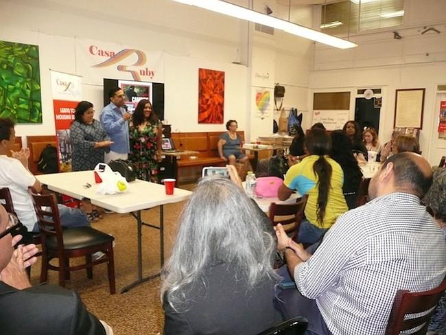 """Convocatoria. La presentación del programa """"Cambios de Vida"""" de Pedro Biaggi, sobre Ruby Corado convocó a líderes comunitarios, representantes de la ciudad y medios."""
