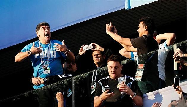 MUNDIAL. Maradona en el partido entre Nigeria y Argentina