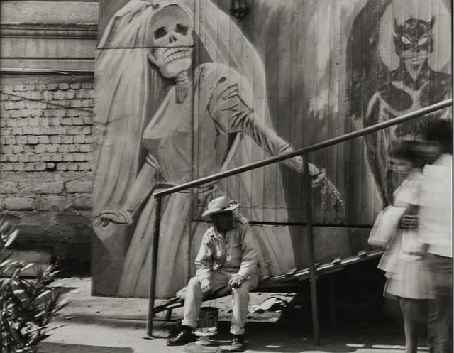 """""""La Casa de la Muerte"""" (1975), Ciudad de México. Fotografía de Graciela Iturbide"""