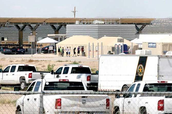Niños inmigrantes a bases militares