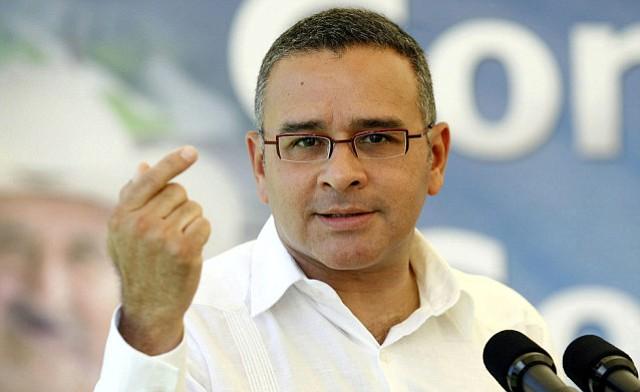 Acción de abogados salvadoreños retrasa extradición del expresidente Funes