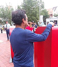"""HONDUREÑO. Don Miguel opina que """"nadie hará su equipaje"""", conoce a muchos inmigrantes que viven incluso sin TPS."""