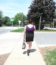 DESEMPLEADA. Carmen perdió su empleo mientras espera que le llegue su nuevo permiso para poder buscar otro.