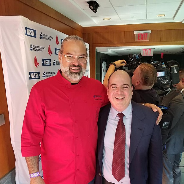José Duarte, chef y dueño de Taranta Restaurant en el North End de Boston, junto a Rafael Ulloa, editor de El Planeta