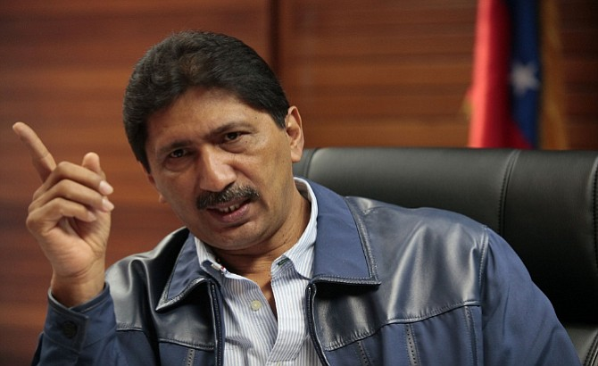 Conoce las turbias negociaciones del hermano de Hugo Chávez al frente de Corpoelec