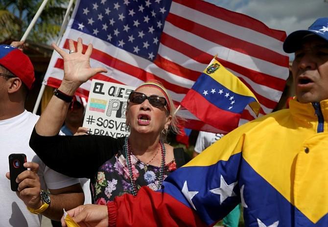 """Exiliados venezolanos en Estados Unidos piden a vicepresidente Pence """"protección humanitaria"""" para evitar deportación"""