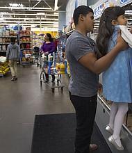 Rainier Corral y su hermana son niños nacidos en los Estados Unidos de inmigrantes indocumentados.