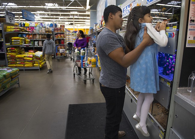 Por miedo a la deportación, padres sacan a sus niños de programas de salud