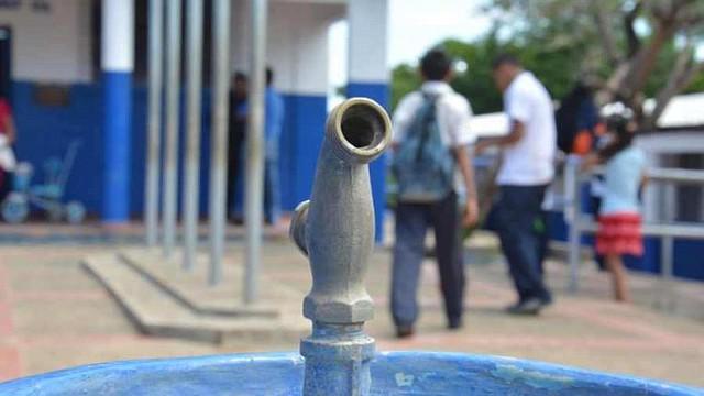 EDUCACIÓN. Al menos 7 mil estudiantes de 60 centros escolares serían afectados por el corte del servicio de agua potable en San Salvador