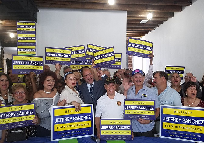 Más de 60 activistas y empresarios latinos se unen para apoyar candidatura de Jeffrey Sánchez