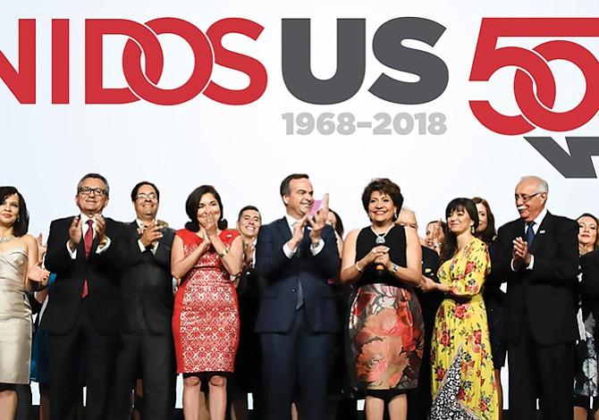 Celebrando  50 años de progreso por el bienestar de la comunidad latina