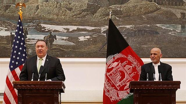 MUNDO. El presidente afgano, Ashraf Ghani (d); y el secretario de Estado de EE.UU., Mike Pompeo (i)