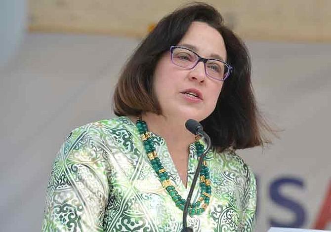 EE.UU. llama a consultas a su embajadora en El Salvador