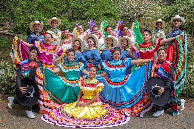 Celebración de la cultura mexicana con danzas tradicionales
