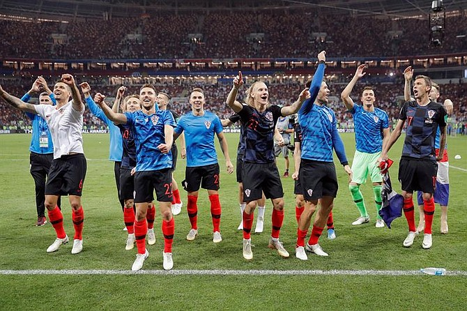 FUTBOL. Jugadores croatas celebran la victoria tras el partido Croacia-Inglaterra, de semifinales del Mundial de Fútbol de Rusia 2018