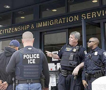 ENCUBIERTO. Un cambio silencioso en la política migratoria amenaza a los inmigrantes legales que solicitan un cambio de estatus legal.