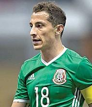TODO UN GUERRERO. Andrés Guardado jugó infiltrado 307 minutos de los 360 que México jugó en el Mundial.