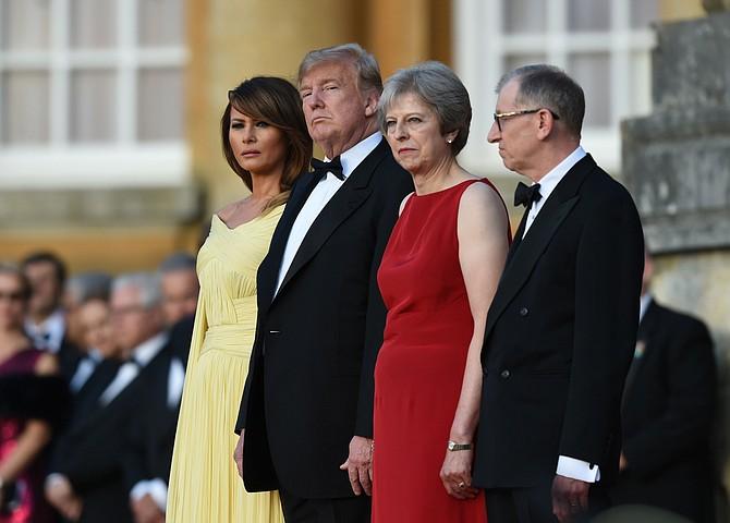 CUMBRE. La primera ministra británica Theresa May recibió a Donald Trump el jueves 12 de julio de 2018 en el palacio de Blenheim, en el condado de Oxfordshire, Inglaterra