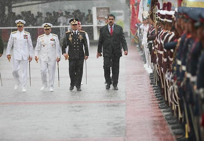 CARACAS. Fotografía cedida por Prensa de Miraflores de NicolásMaduro, quien formó parte de actos militares el jueves 12 de julio de 2018