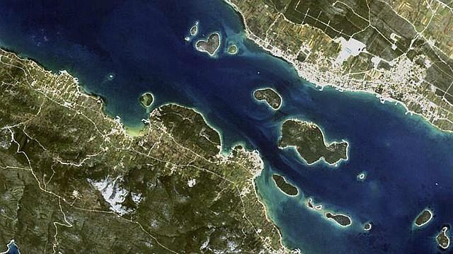 Conjunto de islas en Croacia, entre ellas, la isla del amor.